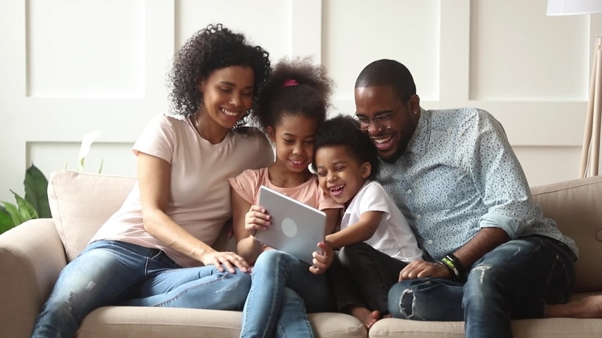 HAPPY FAMILY ENJOYING KEMNET WIRELESS NETWORK